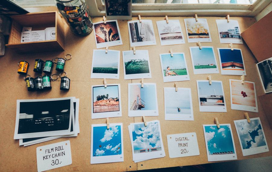 Be Memorable - Desk with photos